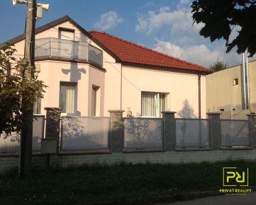 Ponúkam na dlhodobý prenájom:  - 4 izbový rodinný dom ( 150 m2 ) ktorý sa nachádza na ulici Segnáre v tichej oblasti Lamača (