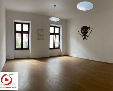 TRNAVA REALITY, s.r.o. Vám  ponúka na prenájom reprezentatívne a priestranné kancelárske priestory v centre mesta Trnava na Hviezdoslavovej ulici.