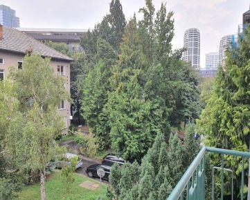 Prenájom 3 izbový tehlový byt pre náročných, NIVY – 500 bytov! pri centre, pri CBC Karadžičova. Províziu RK NEPLATÍTE