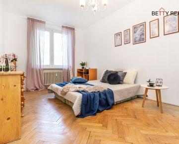 2izb. byt na Budovateľskej ulici, BA – Ružinov - NIVY, 500 bytov-investičná príležitosť - 65 m2 v tehlovom a úplne zrekonštruovanom bytovom dome - na skok do najmodernejšieho centra NIVY