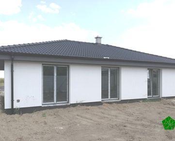 TOP PONUKA: OBĽÚBENÝ A PRAKTICKÝ 4 izbový rodinný dom- bungalov, UP 112,5 m2, pozemok 587 m2