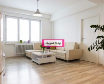 COMFORT LIVING ponúka - Priestranný slnečný 4 izbový byt na IĽJUŠINOVEJ ulici - príjemná lokalita, slušní susedia, jednoduché napojenie