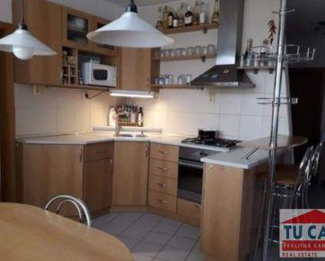 TU CASA,s.r.o.- Ponúkame na predaj pekný, kompletne prerobený 3 izbový byt  na Cukrovarskej ulici v Seredi.