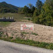 Pozemok pre rodinné domy 930m2