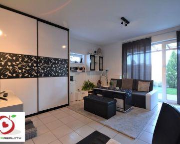 TRNAVA REALITY - NOVOSTAVBA 1 izb. byt s veľkorysou terasou a záhradkou v meste Pezinok