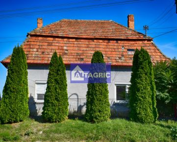 3208OO Na predaj priestranný rodinný dom v Okoličnej na Ostrove