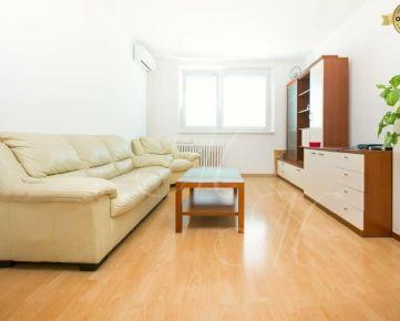 REZERVOVANÉ Zrekonštruovaný 2-izbový byt v Petržalke