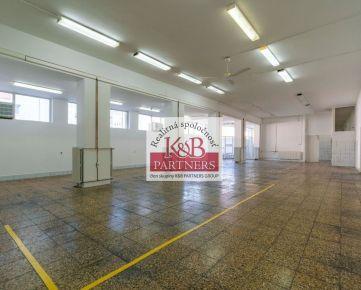 Ponúkame Vám na prenájom obchodné (komerčné) priestory o výmere 492 m2 na prízemí objektu na ul. Inovecká v Trenčíne.