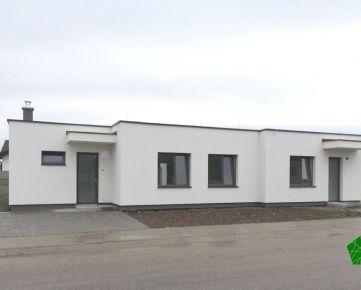 SKOLAUDOVANÝ 4 izbový bungalov - 83m2, pozemok cca 284 m2, Slovenský Grob - Malý raj
