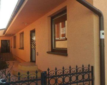 Na predaj dva samostatne stojace domy na pozemku 569 m2 v Rači.