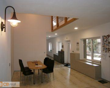 Novostavba. Predaj veľkometrážneho 7 izb. rodinného domu v historickej časti Pezinka, časť Cajla