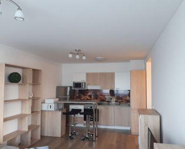 Ponúkame na prenájom moderný zariadený 3 izbový byt v novostavbe Fuxova na začiatku Petržalky, len pár minút pešej chôdze od Auparku a Eurovea