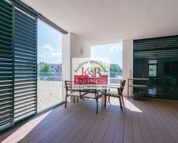 Na prenájom luxusný kompletne zariadený 3i byt o celkovej rozlohe 168,30 m2 vrátane terás v komplexe Green Bay v Trenčíne. V cene 3 parkovacie státia!