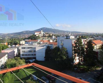REZERVOVANÉ! Veľký 1izb. byt 42 m2 Centrum- Nitra- parkovanie vo dvore!