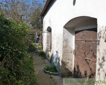 Historický vinohradnícky rodinný dom v centre okresného mesta Pezinok, 20 km od Bratislavy.
