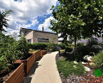 Krásny dizajnový rodinný dom s veľkou záhradou a bazénom, Alžbetin Dvor, Miloslavov