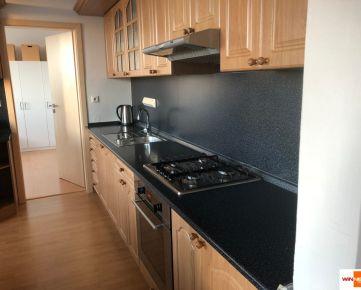 REZERVOVANÉ.Exkluzívne na predaj 3-izbový byt, kompletná rekonštrukcia, 75 m2, Ružová ulica, Stupava