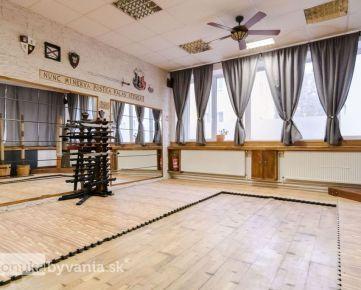 ORAVSKÁ, obchodný priestor, 145 m2 - TOP LOKALITA, možnosť rozdelenia, TEHLA, 3 samostatné vstupy
