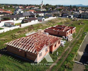 Nová výstavba rodinných domov v strede obce Kostolište, Projekt Kiripolčan