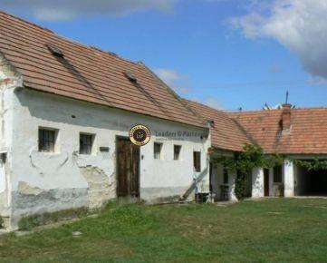 Starý vidiecky dom s pozemkom 1246 m2 -Veľký Grob