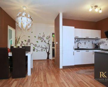 REZERVOVANÉ- kompletne zariadený 3 izbový byt v novostavbe v obci Rovinka s krásnou záhradou a parkovacím státím