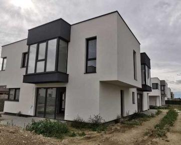 PONÚKAME NA PREDAJ UŽ SKOLAUDOVANÝ RODINNÝ DOM , ÚP 97,1m2 , Pozemok 240m2 , dom bude dokončený podľa predstáv do 2 mesiacov od výberu materiálov nového majiteľa