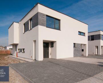 POSLEDNÝ VOĽNÝ Novostavba 4-izb. RD, tehla, 115 m2, pozemok 302 m2, 2x park. miesto