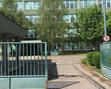 Prenajom 3 kancelarie  na prizemi v administrativnej budove so samostatnym vchodom, 2x parkovanie, 24 hodinova strazna sluzba, sklad, kuchynka