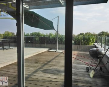 Prenajom 4 izb. Karloveske rameno novostavba, velka terasa,  zariadeny, 2x parkovanie v garazi,  hrádza,  pri Ramene  Dunaja