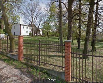 Ponúkam na predaj objekt bývalej kúrie s lukratívnymi pozemkami situované v katastrálnom území Nitra - Zobor