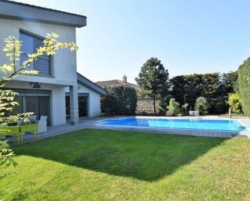 Veľkorysý 6 izbový rodinný dom s bazénom a krásnou záhradou v mestskej časti Vrakuňa.