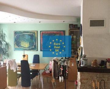 Ponúkame na predaj veľký zariadený 3,5 izb. byt v lokalite Košice, ul. Brezová, komp. rekonštrukcia, garáž, terasa, tichá lokalita