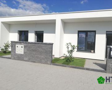 3 izbový byt (od 63 m2) s vlastnou oplotenou záhradkou vrátane 3 parkovacích miest