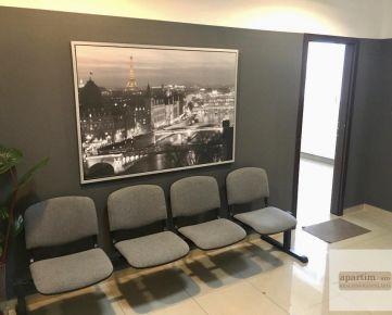 Apartim s.r.o prenajme kanceláriu v administratívnej budove na Trojičnom námestí - 220EUR/mes