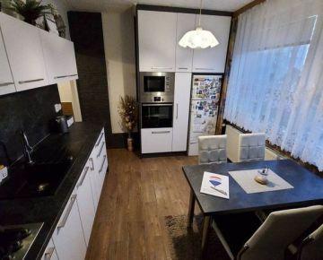 Rezervované! Predaj 2,5 izbový prerobený byt Bajkalská, Nitra - Chrenová