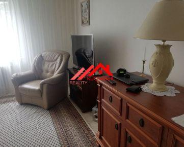 Kuchárek-real : Predaj 4 izbový byt v Ružinove s garážou.