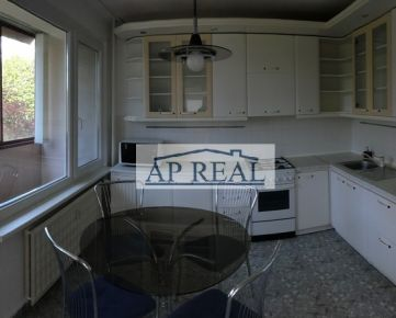Tichý,slnečný, veľkometrážny 3-izbový byt  76,5 m2+ 4 loggie a šatník, v zelenom prostredí Lamača, Heyrovského ul.