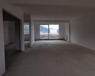 5 - izbový byt v širšom centre Trenčína.
