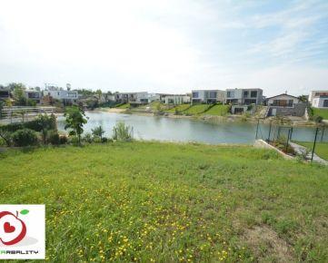 TRNAVA REALITY predáva 4-izb. samost. stojaci rodinný dom s prístupom k jazeru v Hrubej Borši