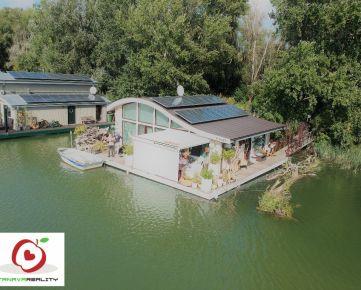 TRNAVA REALITY - štýlový 2,5 izb. houseboat s priestrannou terasou a zariadením na Jaroveckom ramene
