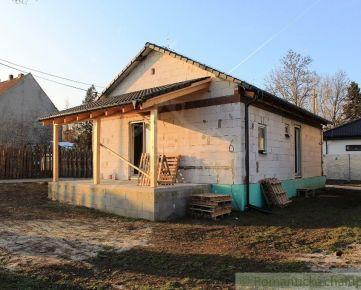 Rozostavaný 3 izbový rodinný dom neďaleko Trnavy