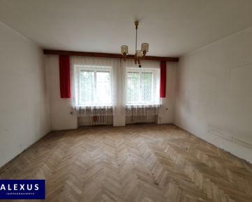 REZERVOVANÉ! Priestranný slnečný 1-izbový byt v pôvodnom stave, 2./7, 47 m2, VÝBORNÁ POLOHA, ORIENTÁCIA DO TICHÉHO DVORA, MOŽNOSŤ PRERÁBKY NA PEKNÝ 2-IZBOVÝ BYT