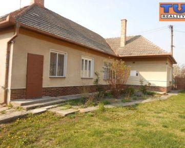 Zachovalý rodinný dom s veľkou záhradou, obec Veľké Dvorníky. CENA: dohodou