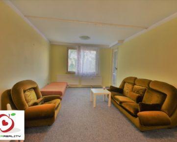 TRNAVA REALITY - 3 izb. byt s loggiou a pivnicou vhodný na rekonštrukciu  v meste Trnava - Družba