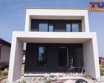 EXKLUZÍVNE BÝVANIE! HORNÁ KRÁĽOVÁ okr. SA NA PREDAJ 5i moderný dom v novej obytnej zóne obce, 136 m2. CENA: 159 000,00 EUR