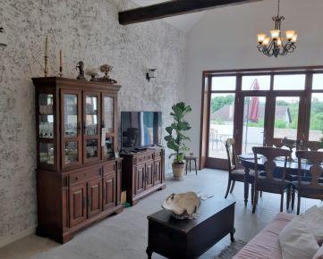 KOSTOLNÉ - okres MYJAVA - nadštandardne zrekonštruovaný štýlový rodinný dom v krásnom prostredí Myjavských kopaníc