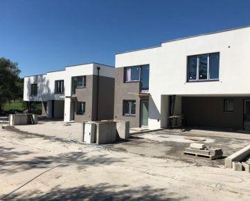 SKOLAUDOVANÉ: Rodinné domy v ŠTANDARDE! Kuchyňa-Sady, 2. etapa