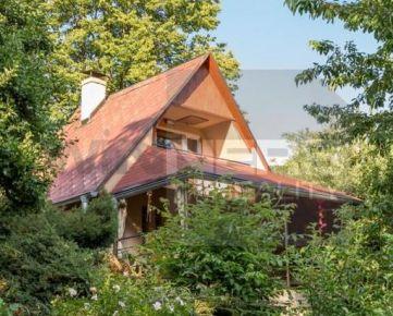 Ponúkame Vám na predaj peknú murovanú chatu pod výhliadkovou vežou