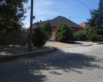 Dražba 1/2 rodinného domu spolu s pozemkami v obci Okoličná na Ostrove