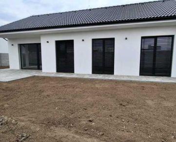 Sereď- moderný 4 izb. bungalov s 530m2 pozemkom na predaj